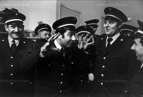 Jean Gaumy. Coming on watch of warders' team. Ile-de-France. Seine-et-Marne. Melun. Prison. 1978