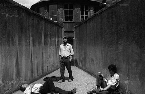 "Jean Gaumy. ""Bonne Nouvelle"" prison (""Good news"" prison). 2nd section. Walking court. Seine-Maritime. Rouen. Prison. 1979"