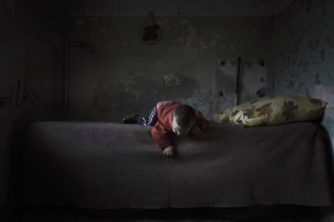 Photo: Misha Galustov. Apartment in a destroyed building in the Staropromislovsky district of Grozny. Chechnya - August 2008