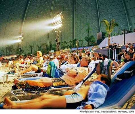 "Germany; Indoor Pool ""Tropical Islands"" in Berlin Brandenburg; Tourist watching the evening show. ©  Reiner Riedler / Anzenberger"