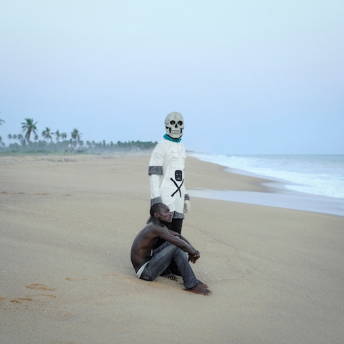 Gerardo DE SOUZA and the DEATH on Ouidah's Beach ( closed to the «Gate of No Return» ) after the Buryan ceremony.